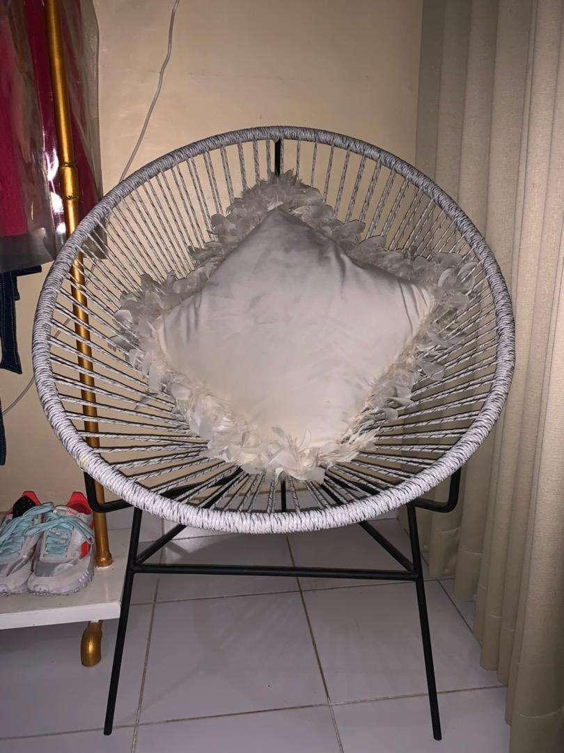 Kursi santai putih