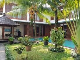 Dijual Rumah Fully Furnished Ada Kolam Renang Di Bintaro (8,9 M)