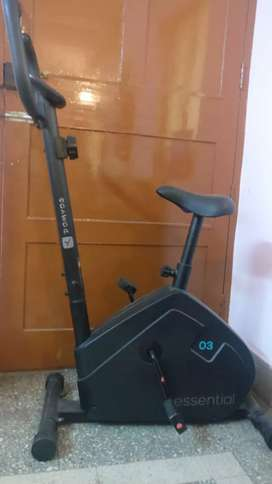 Decathlon exercise cycle 1 year old sold at half price