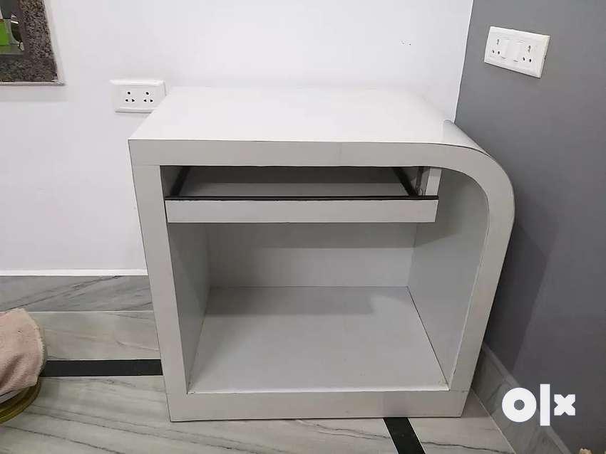 Modern white Table 0