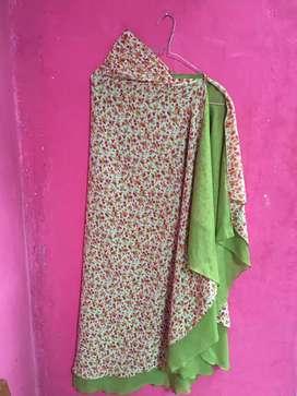 Jilbab belah tengah