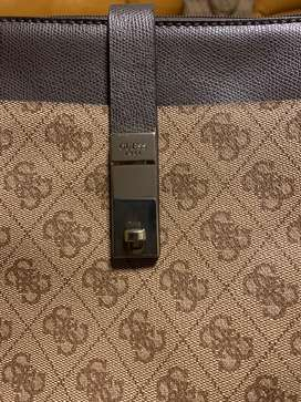 Selling Guess Women side sling brown
