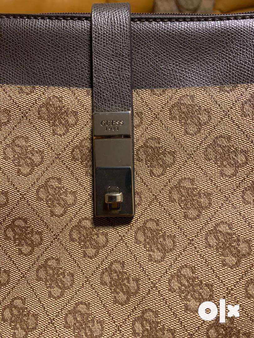 Selling Guess Women side sling brown 0