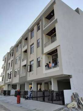 3 Bhk ready to move semi furnished flats at Mansarover