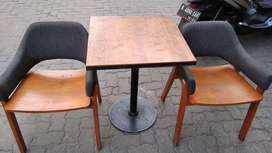 Set kursi dan meja cafe