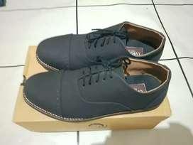 Sepatu Lvnatica Black Ukuran 40 Fit 41