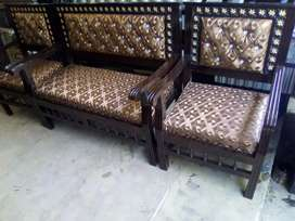 4 seater  sofa set is available