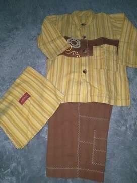 Set baju muslim anak merk dannis usia 3th