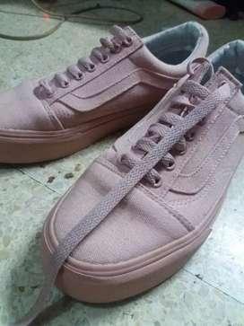Sepatu vans pink