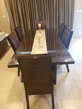 Elegant dining table for 6 people