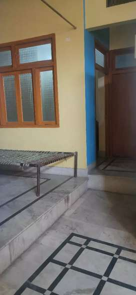 Portion on rent near ghantaghar in the street of bank of maharastra