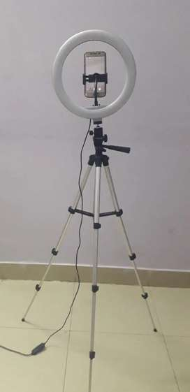 Ring light and tripod stand