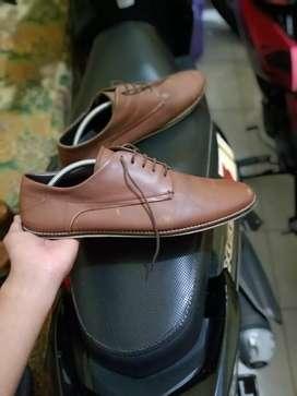 Sepatu Casual atau Loofers merk Parachute Ukuran 44