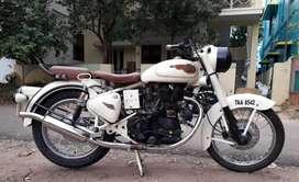 Highly royal look bike old bullet 1989.