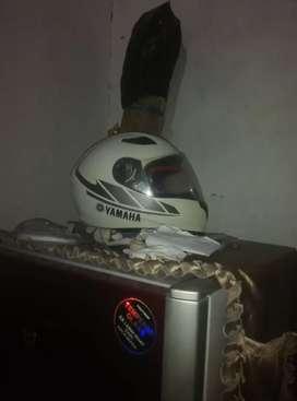 Helm merk yamaha