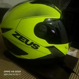 Helm Zeus 811 Yellow,cuma helm plus dua visor,black and clear visor