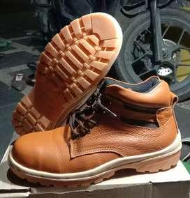 Grosir sepatu safety kulit asli plat besi bagian depan
