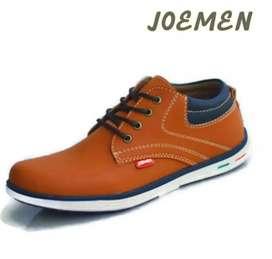 Sepatu kasual pria