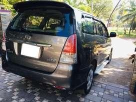 Toyota Innova 2.5 E 8 STR, 2011, Diesel