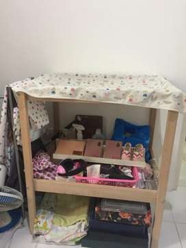 Meja ganti popok dan pakaian bayi/meja perlengkapan bayi merk IKEA