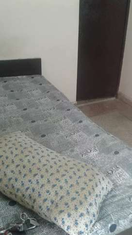 1 room set semi furnished available in d block sector. 27 noida