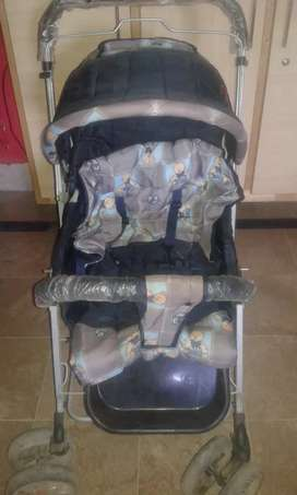 kids stroller/pram with free carry cots