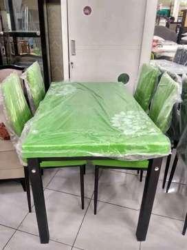 Meja makan temperd glass