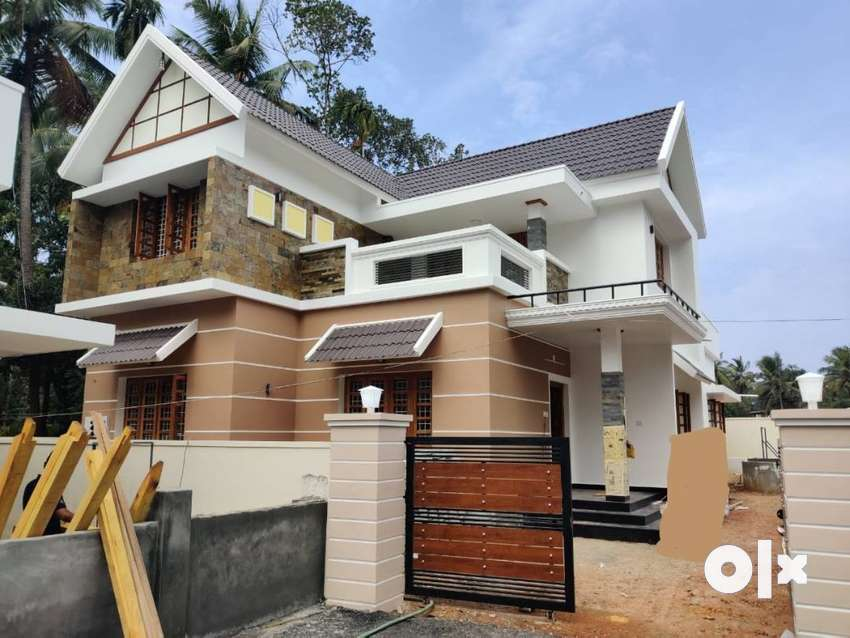 Villa2000 SqFt / 6 cent/ 4 bhk/90 lakh/ MundoorThrissur 0