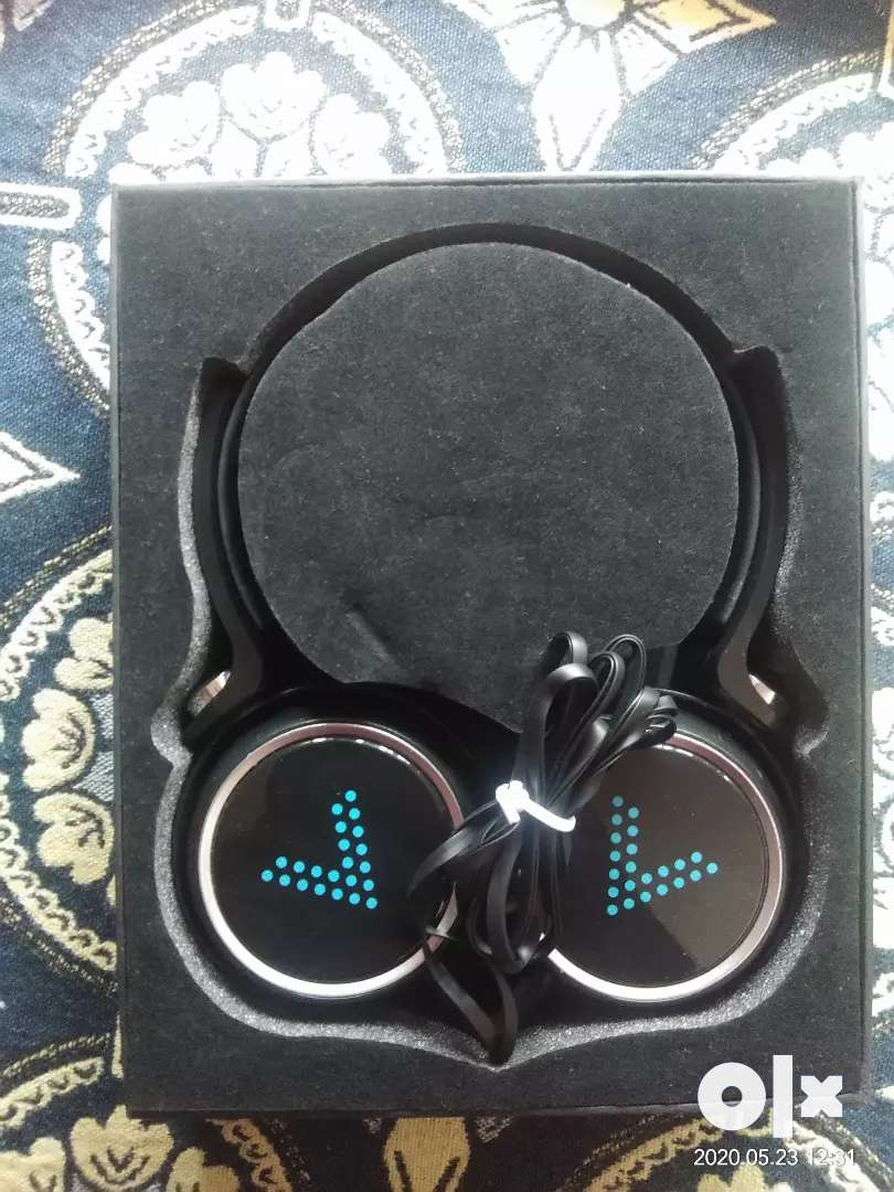 Headphones wired onear Brand new