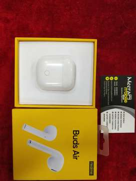 RealMe Earpods Available Only 5 Month Old Just Rs 2499 At Meera Mobile