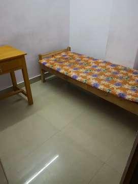 Rooms available for boys Near THAMPANOOR railway station, PALAYAM
