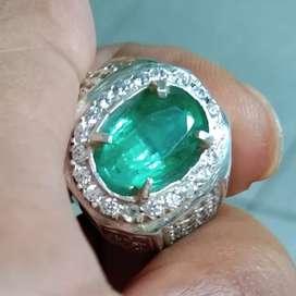 Natural Emerald Beryl Zamrud Colombia 3.61 Carats High Quality Minor