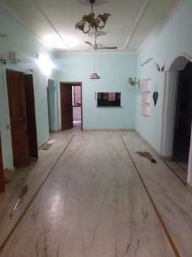 Independent floor with 4BHK with municipal water and boring