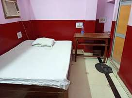 Single rooms on rent for students nd office workers