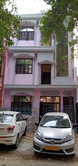 3 story house/villa  available for sale in sector gamma 1 gr noida.