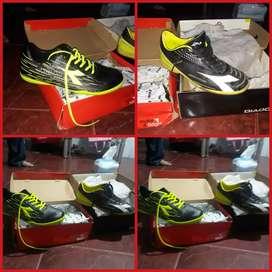 Sepatu diadora futsal ori. Borong 300