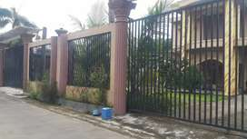 Dijual rumah dua lantai plus gudang di Bolon Colomadu