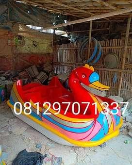 sepeda air bebek atau wahana air bebek merah