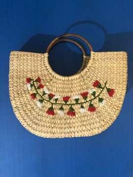 U-shaped kauna shopping bag