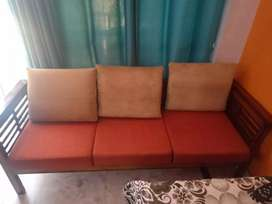 5 seater sofa with table (glass  top)