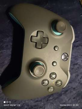 Xbox one Bluetooth controller (excellent condition)