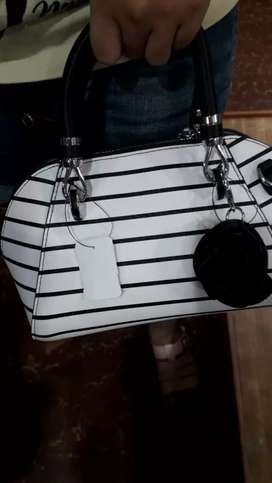 Tas salur hitam putih asli import