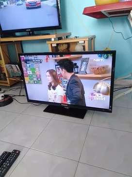 Dijual LED TV Panasonic 32 inchi normal mulus hdmi USB movie remot ORI