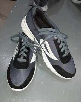 Sepatu harga net no nego2 an,bc deskripsi terlebih dahulu sebelum chat
