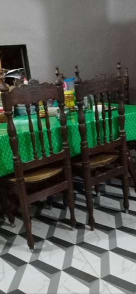4 (Dinning table) chairs
