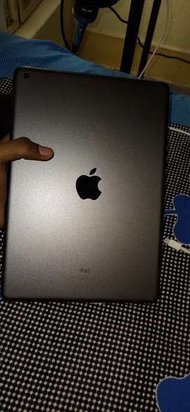 Ipad 8 generation Only 3 days used 32 gb varient