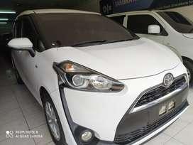 Toyota sienta G at putih tahun 2016