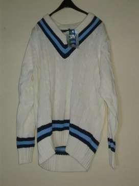 Sweter keren merek GM size L kondisi baru