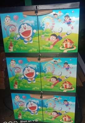 Lemari Plastik 3 Susun Doraemon Pakai Kunci