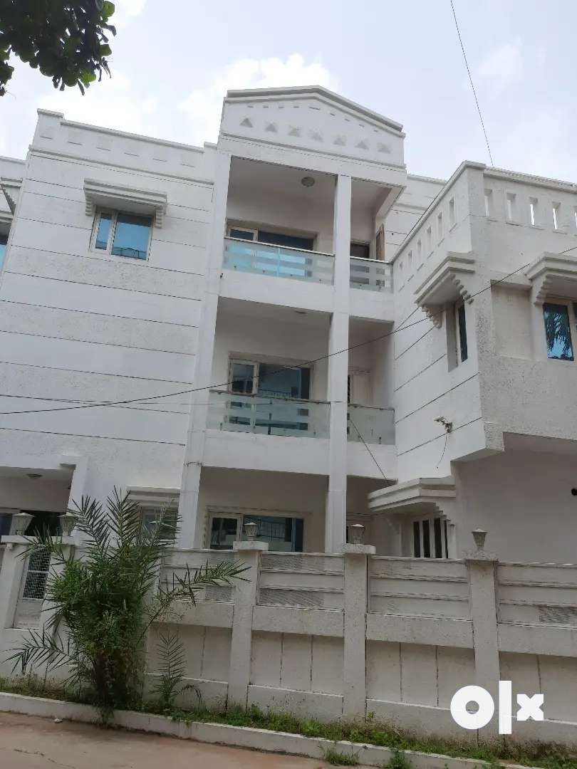 Rooms available at villa for women with full security